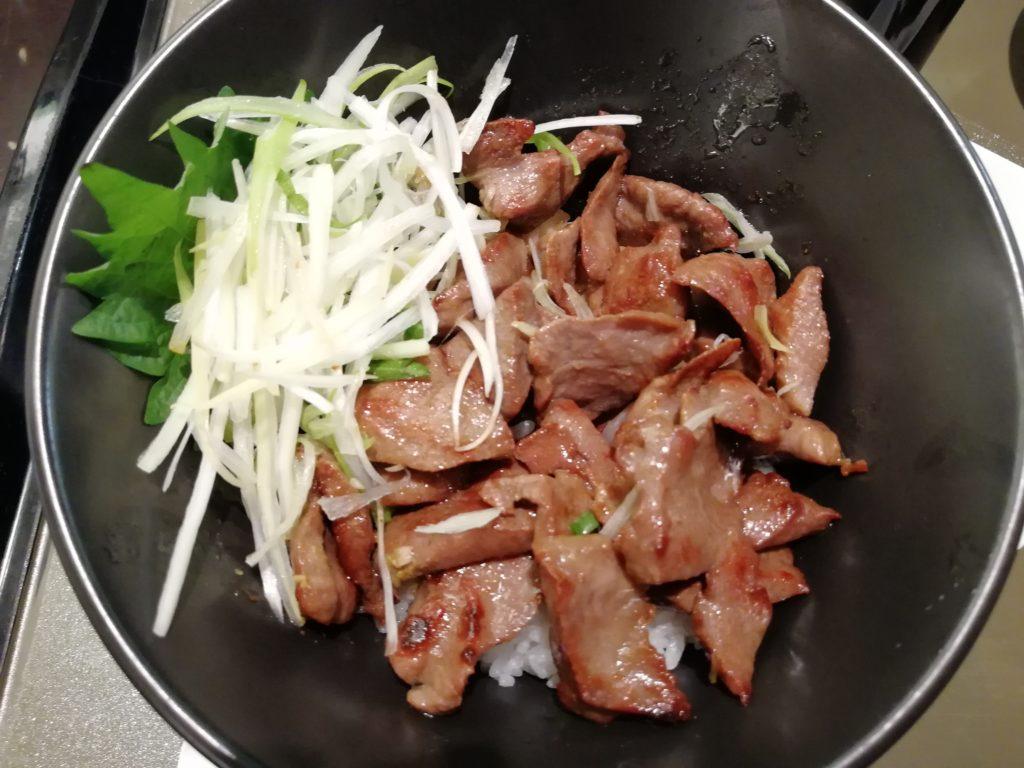 まかない丼の肉の量